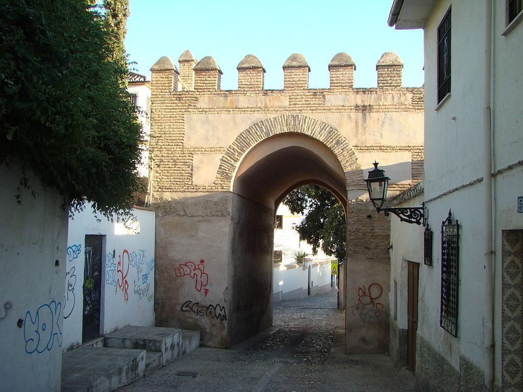 La Puerta de Fajalauza, en las murallas nazaríes de Granada.