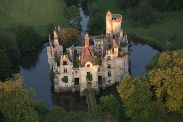 Vista aérea del castillo de La Mothe-Chandeniers.
