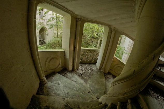 Escalera de caracol del castillo de La Mothe-Chandeniers.