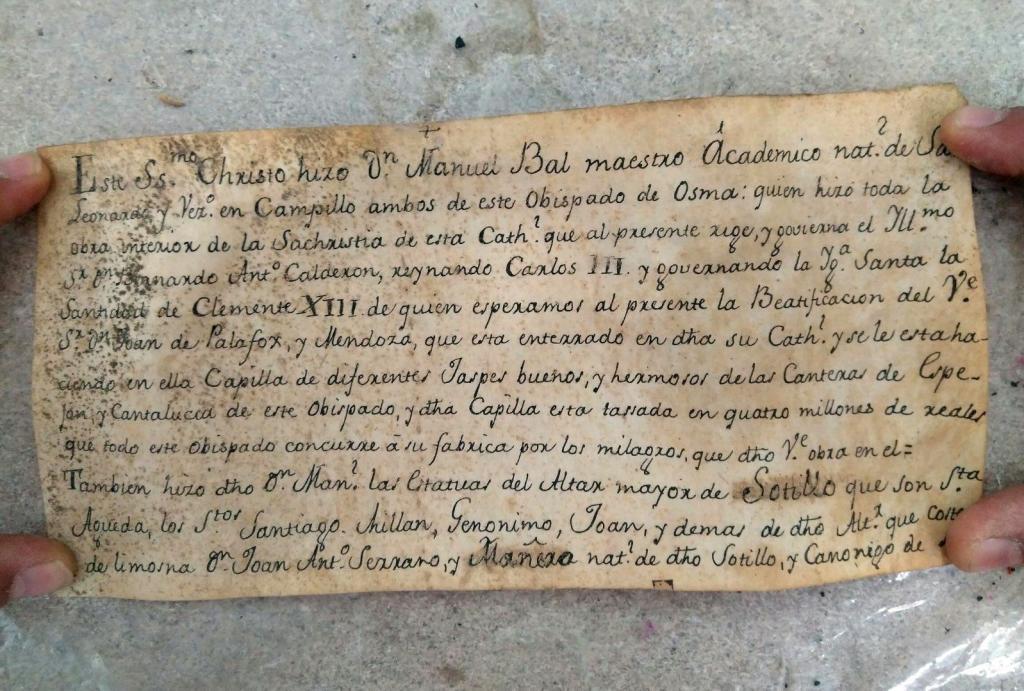 Uno de los pliegos que se encontraron en el interior de una talla de Cristo del s.XVIII de Sotillo de la Ribera (Burgos).