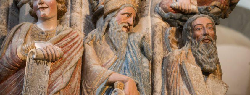 Tres de los profetas que aparecen en el Pórtico de la Gloria.