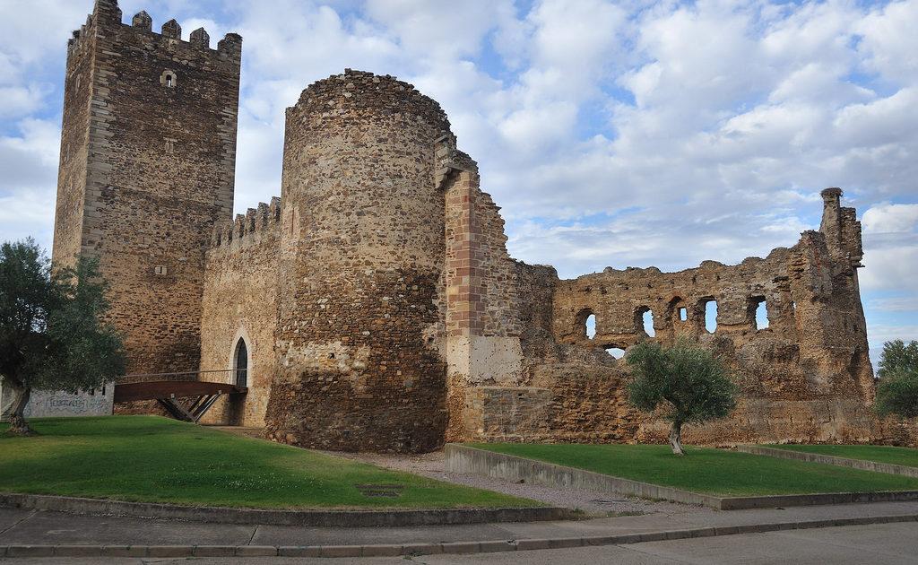 Castillo de la Laguna de Negrillos (León)
