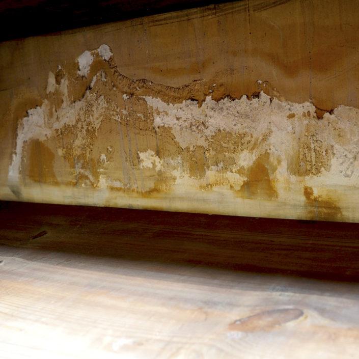 Mancha de humedad en armario