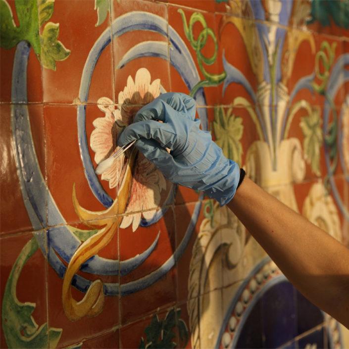Limpieza de piezas de azulejería