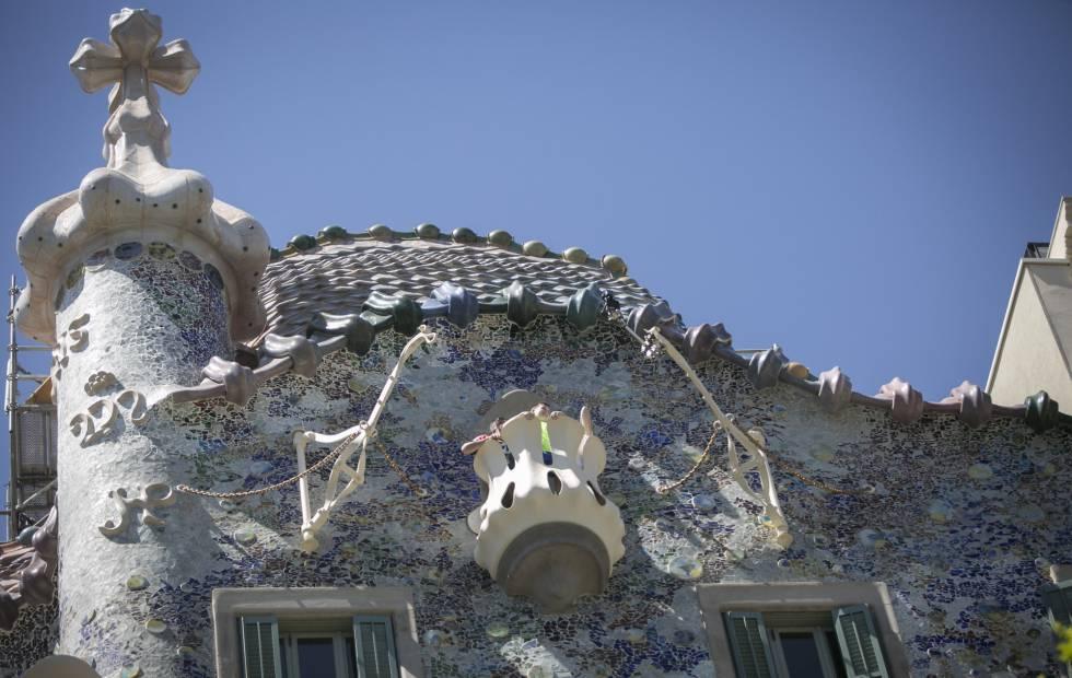 Grúas subemuebles de la Casa Batlló.