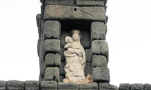 Virgen del acueducto de Segovia